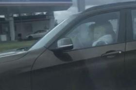 В Красноярске оштрафовали водителя BMW, посадившего ребенка за руль